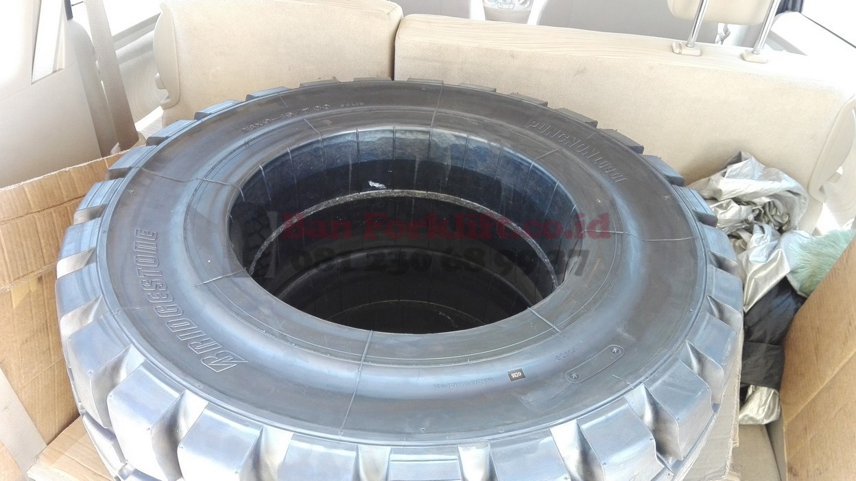 bridgestone 28x9-15 solid